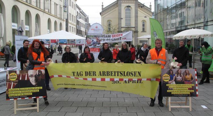 Bild von Gruppe, die Transparent hält